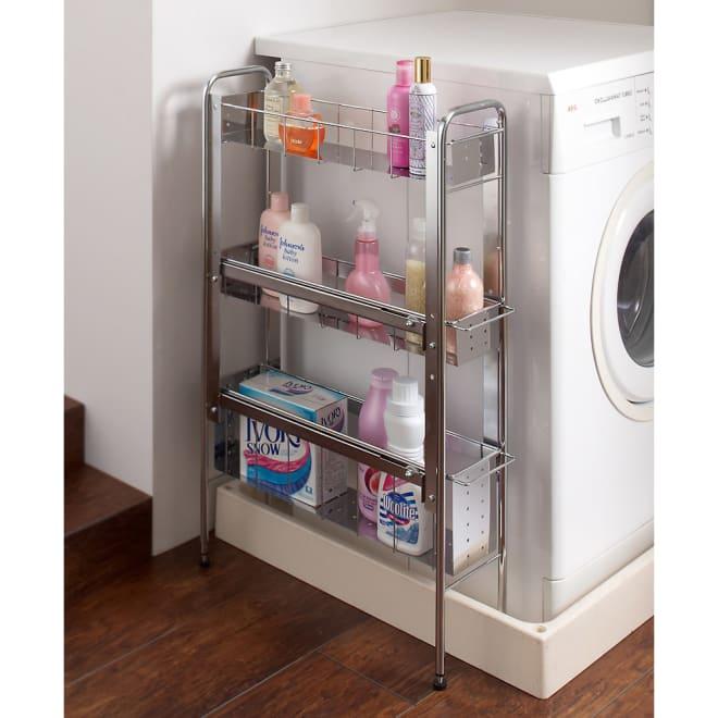 ステンレス棚の洗濯機サイドラック 3段・幅17cm・高さ80cm シルバーのクールなデザイン。ステンレス板仕様で水まわりに嬉しい素材です。防水パン(洗濯機パン)をまたげる構造で洗面所や洗濯機まわりで使いやすいラックです。
