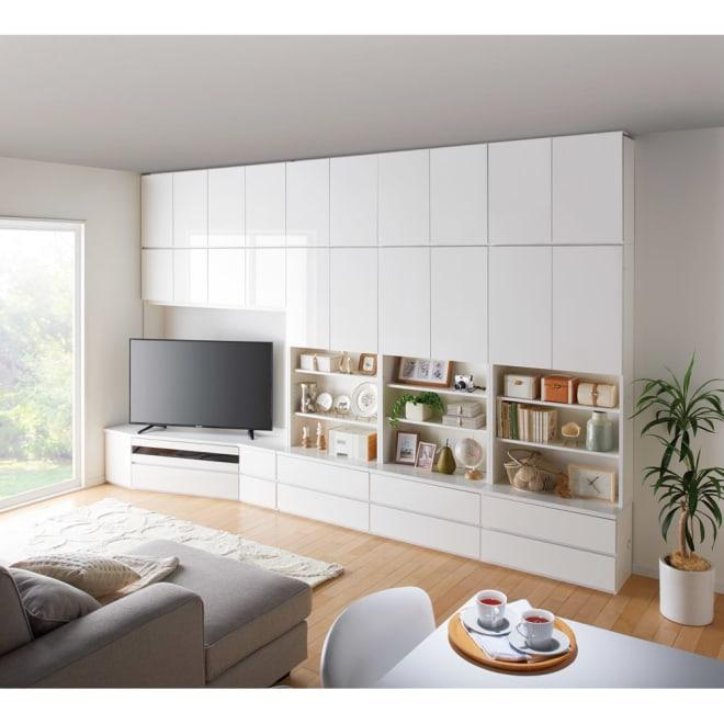 コーナーテレビ台壁面収納シリーズ 幅117cm TV台左壁設置用 コーディネート例(ア)ホワイト ※写真の天井高さ:240cm 画像は幅150cmです。