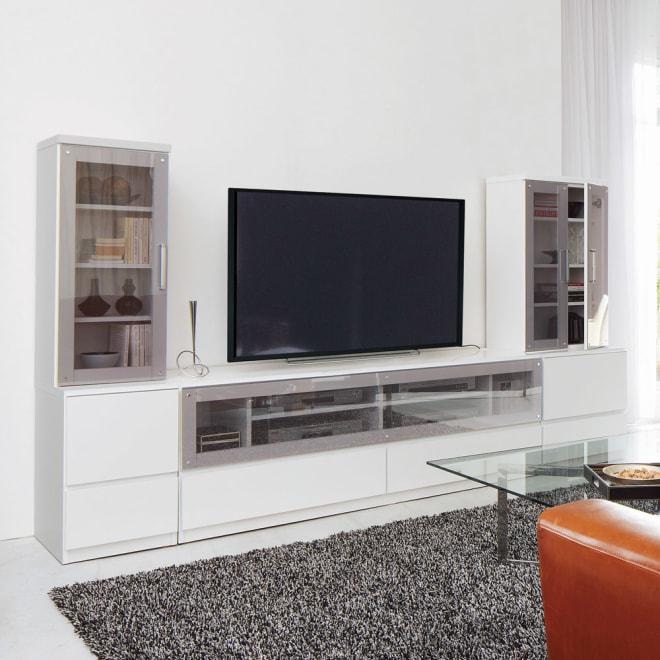 ソファや椅子からも見やすい高さ60cmの テレビ台 幅180cm (ア)ホワイト ※写真はキャビネット幅40、テレビ台幅180、キャビネット幅60です。 テレビは50インチを置いています。