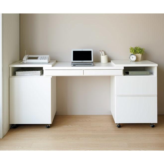 場所にぴったり大収納力デスク 幅95~165.5cm 使用イメージ(イ)ホワイト シーンに合わせてスタイル自在の幅伸縮パソコンデスク