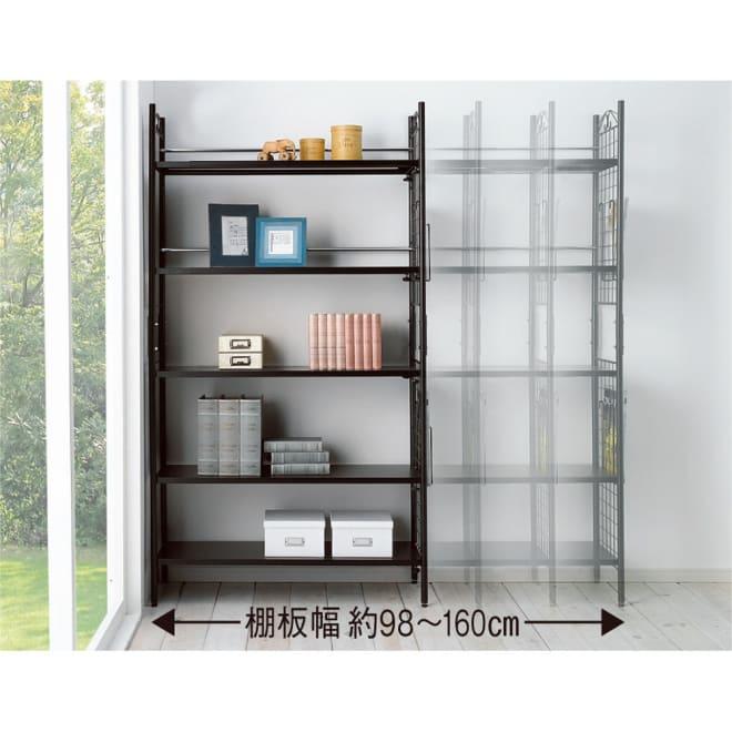 壁面を有効活用できる 幅伸縮 頑丈ラック 5段 棚板をスライドさせれば最大160cmまで幅を調節できます。収納するものや壁のスペースに合わせて調整ができるすぐれもの!