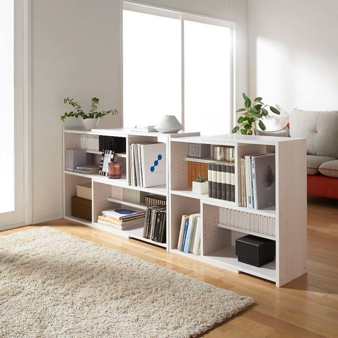 天然木調 伸縮式ブックシェルフ 2段・幅60~93cm コーディネート例(ウ)ホワイト ※お届けは2段・幅60~93cmタイプです。