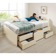 寝そべりながらタブレットが使えるベッド ポケットコイルマットレス(厚さ20cm)付き