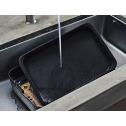 象印 STAN. /スタン ホットプレート [先着200名様 レビューを書いて特典付き] 安全性とお手入れのしやすさを両立。本体ガードがプレート面より高いので、お子さまとの調理も安心。ともに丸洗いできます。