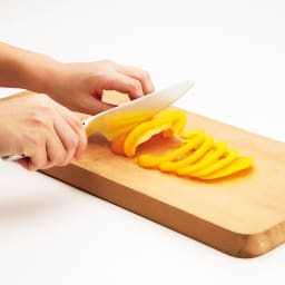 グローバル包丁シリーズ 2点セット(三徳包丁+小型包丁)シャープナー付き 小型包丁…小回りが利き、果物・小魚などの扱いに便利。