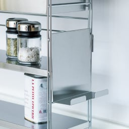 スマホが置けるステンレス棚&ボックス付きスパイスラック 幅68cm 使用後は側面に。