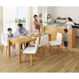 ナチュラルモダン伸長式オーク天然木ダイニングお得な5点セット(伸長式テーブル・幅135・180cm+回転チェア2脚組×2) コーディネート例≪テーブル伸長時幅180cm≫ ※お届けはテーブル+チェア4脚です。