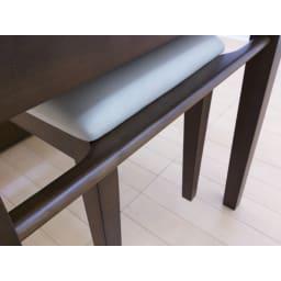 伸長式ダイニングシリーズ お得な6点セット(伸長テーブル大+ベンチ大+チェア4脚) 天板下にはベンチをぶら下げることが出来るバー付き。