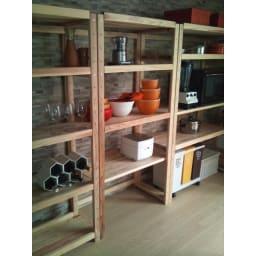 国産杉の無垢材キッチン収納 パントリーキッチンラック 幅89奥行38cm 最下段の棚板を上部に付け替えれば、別売りワゴンやダストボックスを設置するスペースに。