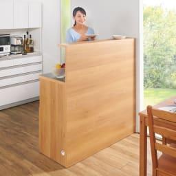 手元が隠せる間仕切りカウンター 幅120cm コミュニケーションも料理も楽しく!背面はフラットで美しい化粧仕上げ。間仕切りしながら開放的な調理スペースを作ります。