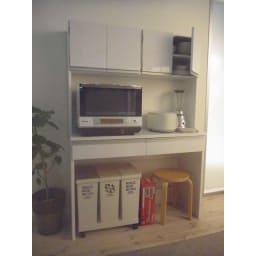 キッチン通路をキレイにする!下オープンダイニングシリーズ レンジボード・幅90cm高さ175cm 可動収納棚板2枚付きです