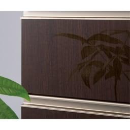 高機能 モダンシックキッチン 食器棚 幅60奥行51高さ178cm 光沢木目調の前板は汚れ落としも簡単。ツヤ感と木目感で、高級感のあるホテルのラウンジのような雰囲気に。