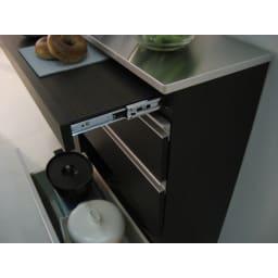 薄型ステンレス天板カウンター 幅120cm スライドテーブルは手前に19cm(内寸は17cm)引き出せます。