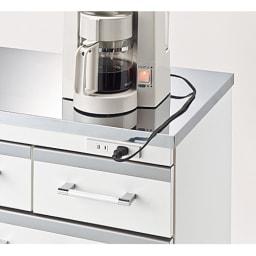収納しやすいステンレストップカウンター 引き出しタイプ幅118cm 2口コンセント計1200W付き。  ミキサーなどのキッチン家電が使いやすい。