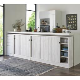 ヴィンテージ調ホワイト木目カウンター下収納庫 幅120cm高さ90cm 統一されたデザインで、美しく生活感を目隠しできます。