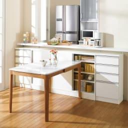 ストレートライン カウンター下引き戸収納庫 幅150 奥行30cmタイプ テーブル脇でも出し入れしやすい引き戸式。