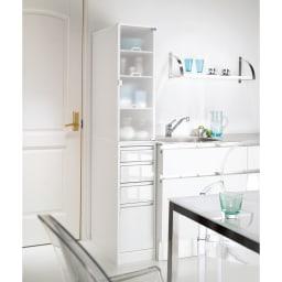 上品な清潔感のあるアクリル扉のキッチンすき間収納 幅20cm・奥行44.5cm (右開き) ※写真は幅30cm奥行55cmタイプです。