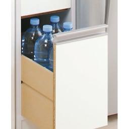 上品な清潔感のあるアクリル扉のキッチンすき間収納 幅20cm・奥行44.5cm 最下段の深引き出しにはペットボトルが入ります。 最下段の引出高さ31.5cm