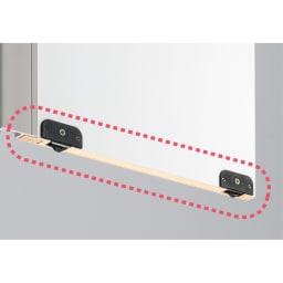 頑丈引き戸キッチンストッカー 幅76cm 引き戸扉裏に滑車が付いているため、軽い力でスムーズに開閉できます。