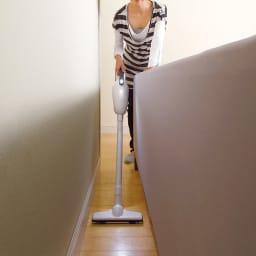 マキタ 業務用コードレス ハイパワークリーナー特別セット 暗いすき間や家具の下のゴミを、明るく照らすLEDライト付きだからお掃除しやすい。