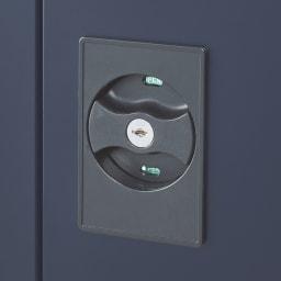 【日本製】オールネイビースリム物置 ロータイプ 扉に鍵付き