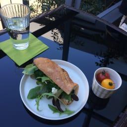 ラタン調コンパクトテーブル 3点セット ベランダで優雅な朝食時間を過ごすのもいいですね。