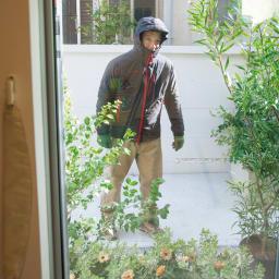 目隠しUVカット アルミ入ミラーのフィルム 75×200cm 1枚 外から家の中が見えているのではと不安に…。