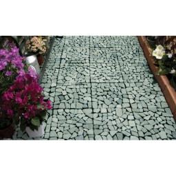 雑草が生えない天然石マット 同色24枚組 (イ)グリーン系使用例