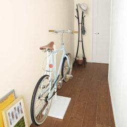 室内で使える ディスプレイサイクルスタンド 1台掛け 玄関でも廊下でもお部屋の中でも、設置する場所を選びません。