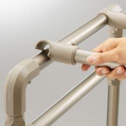 大量に干す方におすすめ!「ウルティマ」4本竿物干し ワイドタイプタオルハンガー付き 竿をひねると、簡単に外れます。