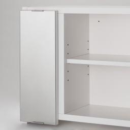 どこでもドレッサースペースにできる 三面鏡付き吊り戸棚 幅89cm 3cm間隔で5段階に高さ調節ができる可動棚3枚付き。