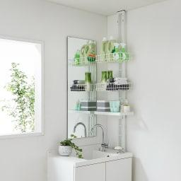1本脚で見た目すっきり!スマートライフラック トレー棚1・カゴ2個 洗面所の壁際に設置すれば、圧迫感のない収納が手軽に作れます。
