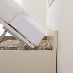 深型ガス圧跳ね上げ収納ベッド ヘッドレス 国産ポケットコイルマットレス付き 壁付けしても開閉時マットレスは壁にぶつかりません。