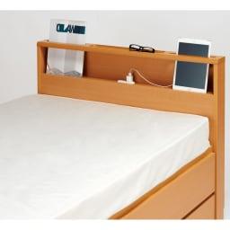 国産マットレス付き棚付省スペースベッド(ショート/レギュラー) 雑誌やタブレットを立てかけ枕元をスマートに演出。充電に便利な2口コンセント付き。