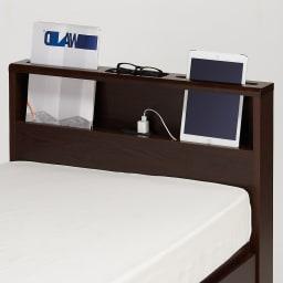 国産マットレス付き棚付省スペースベッド(ショート/レギュラー) 2口コンセントもあるのあるのでタブレット・スマホの同時充電も可能です。
