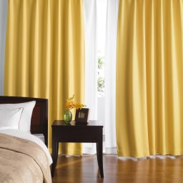 防音・1級遮光・遮熱カーテン(2枚組)幅100cm コーディネート例(ウ)イエロー 寝室におすすめ。