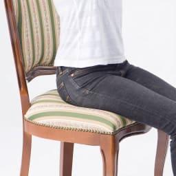 イタリア製クラシックダイニングシリーズ チェア2脚組 座面にコイルスプリングを使用しているので、弾力のある座り心地。