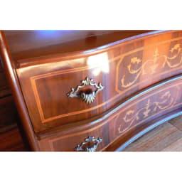 イタリア製象がんシリーズ 2段テレビ台チェスト・幅75cm 前板の美しい曲線がイタリア家具の特徴のひとつです。
