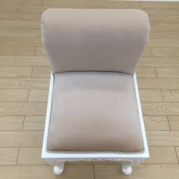 アンティーククラシックシリーズ ローバックスツール 柔らかな座り心地で、体を優しく支えます。