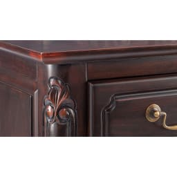 アンティーク調クラシック家具シリーズ テレビ台・幅150cm (イ)ダークブラウン 部分的に塗装に削り加工を施し、長年使い込んだような味わいのある風合いに仕上げています。