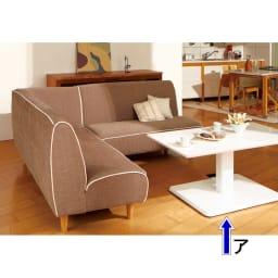移動がしやすい!キャスター付き昇降式テーブル幅120 光沢の美しいホワイ色。土台・支柱もホワイトなのでおしゃれ感を増しています。