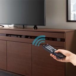 ラインスタイルハイタイプテレビ台シリーズ テレビ台・幅99cm 扉を閉めたままでもリモコンが使えます。