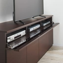 ラインスタイルハイタイプテレビ台シリーズ テレビ台・幅119cm フラップ扉はバタンと倒れない仕様。