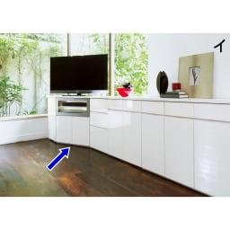 ダイニングテーブルから見やすいハイタイプテレビ台左コーナー用(左壁用) 同シリーズのキャビネットを組み合わせればまるで壁一面が作り付けのような収納に。