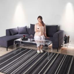 アクリル伸縮式テレビボード 幅115~195cm リビングテーブルとして。