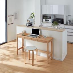 奥行35cm 北海道オーク材のコンパクトシリーズ デスク・幅90cm 薄型のデスクはキッチンカウンターの裏でもスペースを取らず置きやすいです。