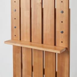 金具がきれいに隠せる 天然木突っ張りウォール 幅44cm 真ん中には固定棚が1枚付いております。
