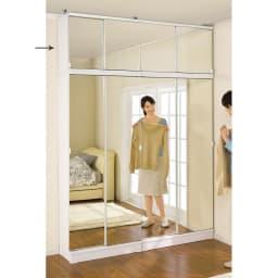 効率収納できる段違い棚シェルフ [突っ張り上置き ミラー扉タイプ 引き戸 幅75.5cm]上置き高さ54.5cm (ア)ホワイト ≪組合せ例≫ ※お届けはミラー扉上置き75.5cm)です。 ※写真は天井高さ240cmです。