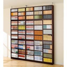 1cmピッチ薄型壁面書棚 奥行19cm 幅123cm 高さ180cm オープン (ア)ダークブラウン 写真は、高さ180cmオープンタイプの幅82cm、123cm、上置き幅82cm、123cmの組み合わせ例です。 天井対応は239~258cmです。