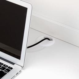 モダンブックライブラリー デスクタイプ 幅80cm 中天板の奥に配線用のコード穴付き。
